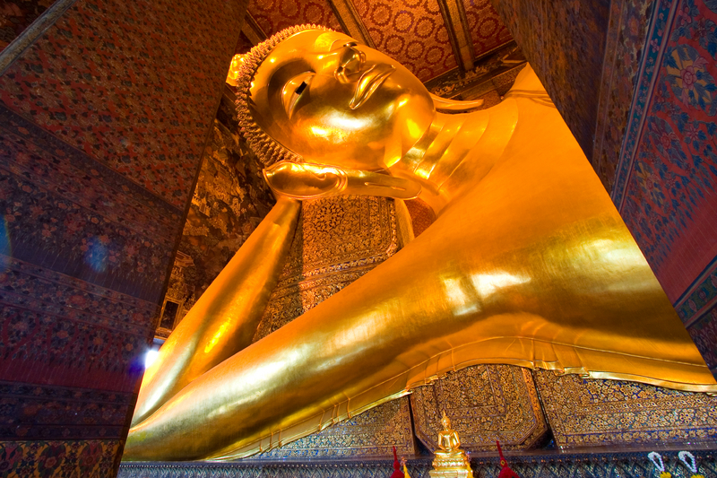 Hotels near the reclining golden Buddha at Wat Pho