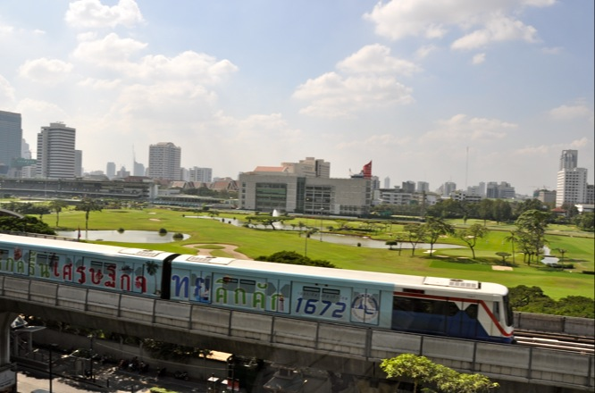 Skytrain passing by the Four Seasons Hotel Bangkok